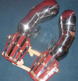 Руки латные рыцарские с наборными наплечниками и шинно-бригантными наручами, пара.