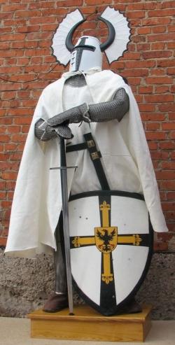 Доспехи Рыцаря-Крестоносца, Магистра Тевтонского Ордена 13 века.