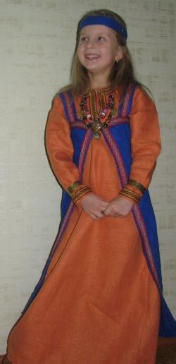 Костюм девочки средневековый
