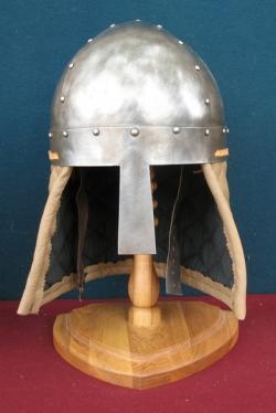 Шлем бескаркасный с наносником