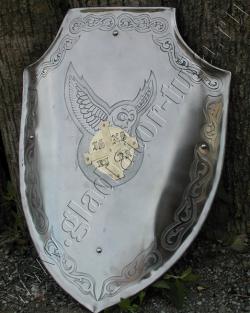 Щит рыцарский, стальной, гнутый.